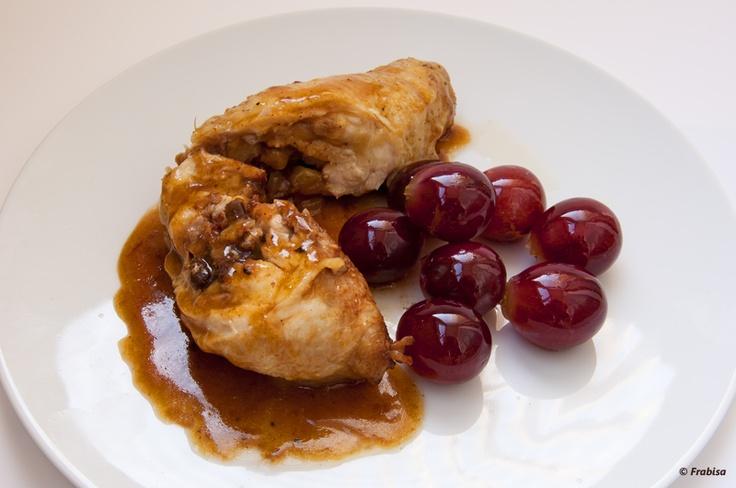 La cocina de Frabisa: Muslos de pollo rellenos de ciruelas y jamón serrano con uvas