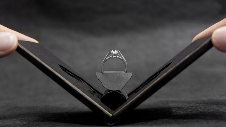 Clifton engagement ring case