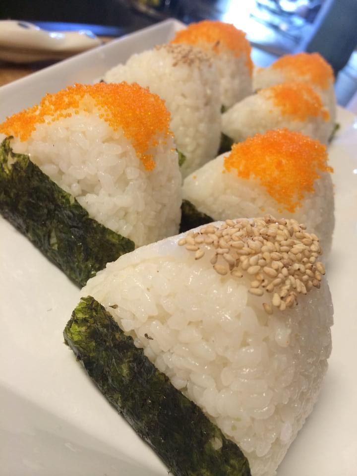Super easy Japanese rice balls, or onigiri. Super portable and delish ...