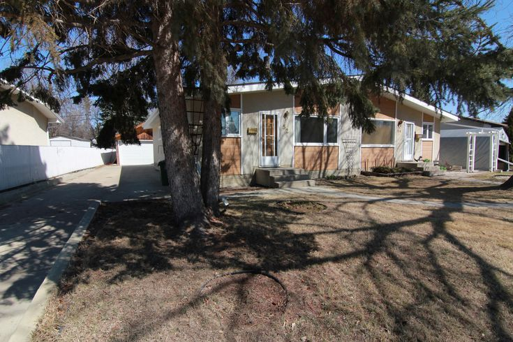 Call The Matthew Barry & Erin Willman Real Estate Group at 780-418-4922 or visit http://www.matthewanderin.ca/listings/mls/E4106707/st-albert/sturgeon-heights/52-springfield-crescent to view this 3 bed, 1 bath single family home in Sturgeon Heights!