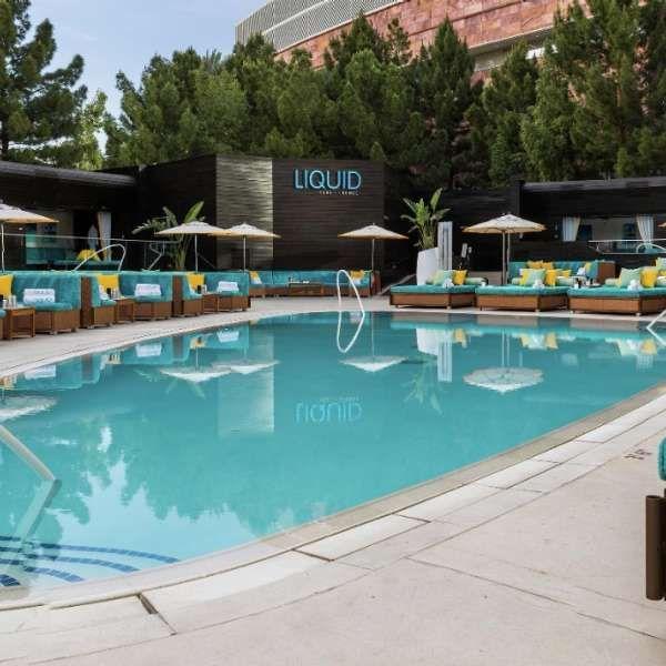 Liquid Pool Lounge Pool Bar In Vegas Aria Resort Casino Cool Pools Pool Lounge Pool