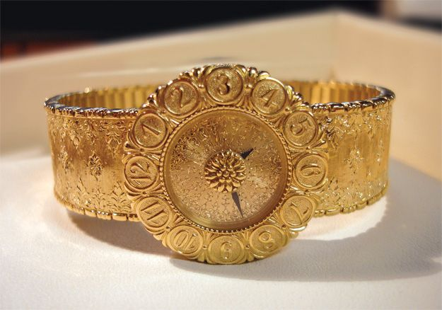 Visiting Frasca Jewelers in its new location (73560 El Paseo, Palm Desert) a block west of its fire-damaged boutique, we were hardly surprised to find owner Maria Wahl wide-eyed and marveling at a finely detailed Buccellati Eliochron watch — every bit of it hand-engraved in 18K gold.