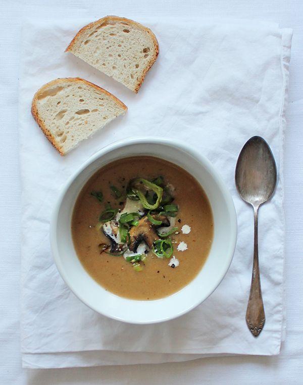 Co zrobić z chleba - jesienna zupa chlebowa. Sprawdź nasze przepisy i smakowite historie. Pokazujemy, że pieczenie domowego pieczywa nie jest trudne.