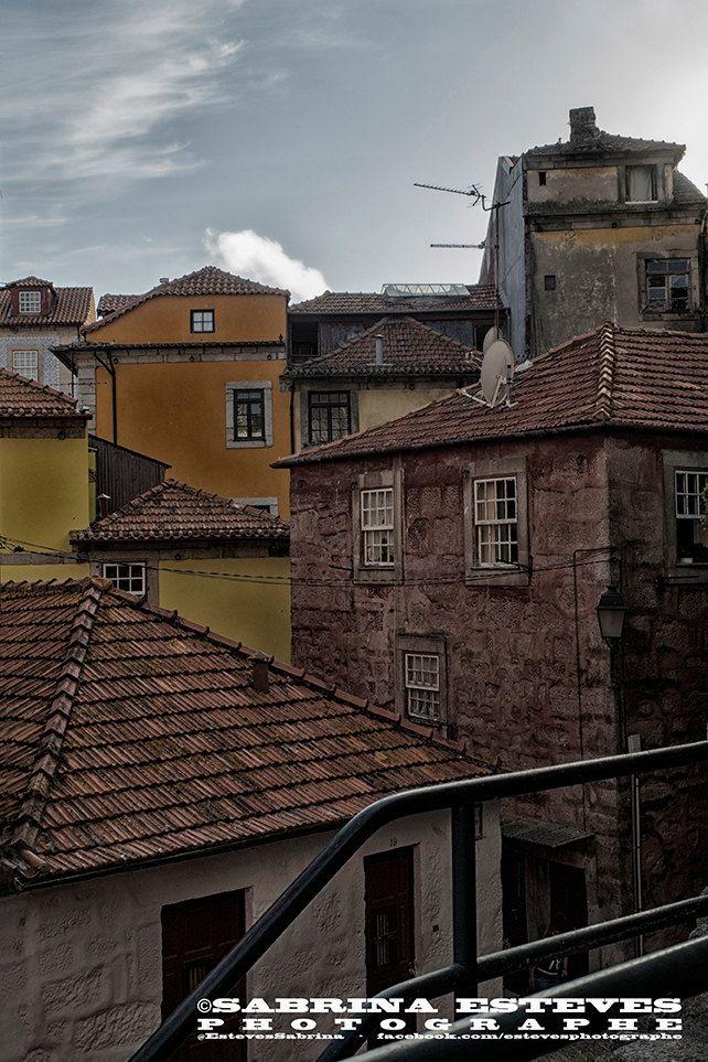 Ruelle au centre de Porto de la boutique EstevesSabrina sur Etsy www.sabrinaesteves.com