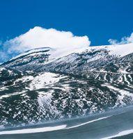 El río Magdalena nace en el Macizo Colombiano, en las altas cumbres de la cordillera Central y recorre múltiples ambientes como nevados, páramos, bosques andinos, sabanas y valles inundables. Nevado del Ruiz.