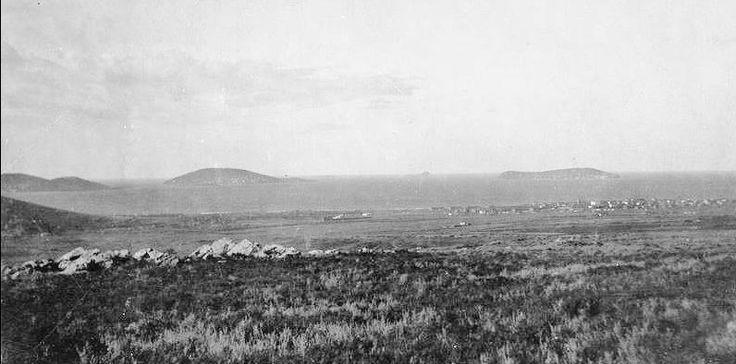 Henüz küçük bir kıyı kasabası olan Maltepe -den adalara bakış (1920-li yıllar)