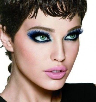 Il mascara è l'elemento chiave per rendere i vostri occhi brillanti. Il mascara ha la capacità di rendere non solo le ciglia più scure ma aggiunge anche