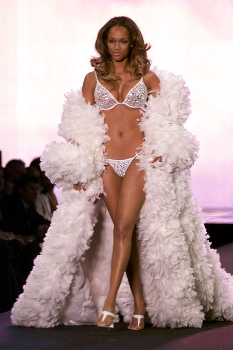 The complete evolution of the Victoria's Secret Fashion Show runway over the years in 19 photos: Tyra Banks, 2000