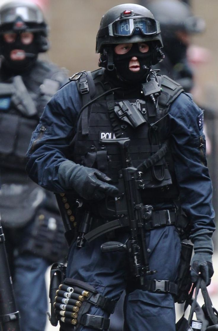 Military special forces gear - Armed Police Officers On The Scene Where A Man Threaten To Blow Himself Up In An Office Building On Tottenham Court Road On April 2012 In London England