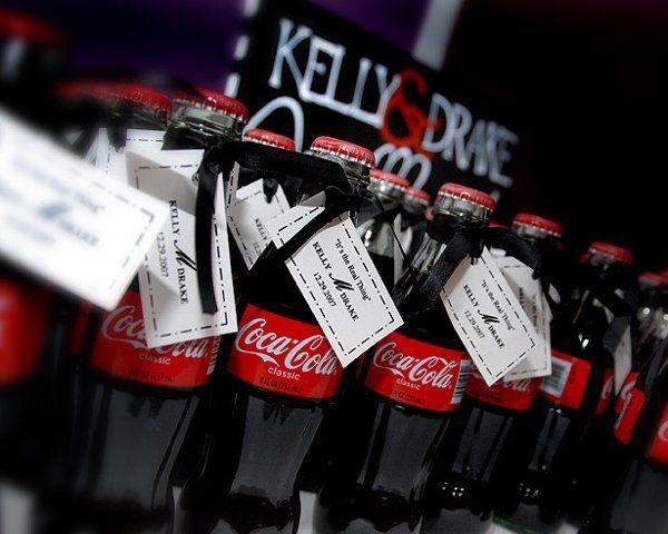 Coke Wedding Favor- Black White and Red: Favors Photos, Fun Idea, Wedding Ideas, Cute Ideas, Retro Wedding, Coke Bottle Wedding Favors, Coke Wedding