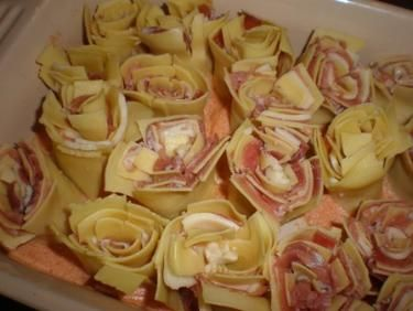 Pasta Roses - Rosette di Pasta try prosciutto and fontina baked in cream with nutmeg & pepper cover with foil 450 degrees 40 min