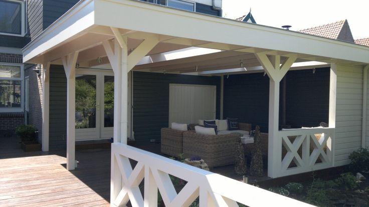 Volledig gefundeerde veranda met open plafond, 4 daklichten, hardhouten verandavloer, verlichting, kruishekwerk en een houtkachel.