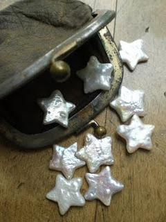 "Victorian coin purse with star ""coins"" (the stars are shaped sweet water pearls; original blogger found them at a Michaels location)"