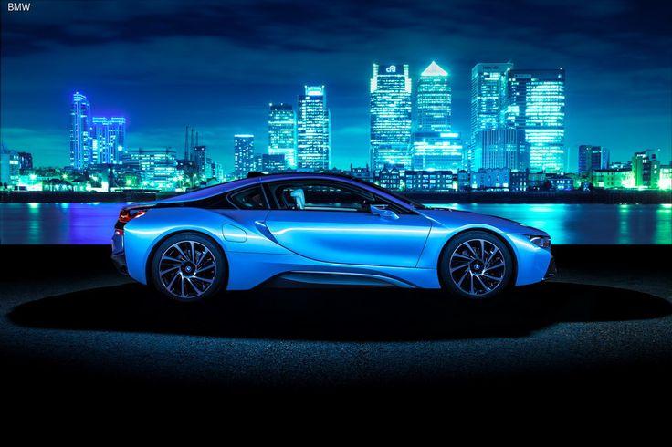 Британский журнал Top Gear присудил BMW i8 звание «Автомобиль года 2014». Гибридный спорткар одержал победу в условиях жесткой конкуренции со стороны автомобилей с традиционными силовыми агрегатами.