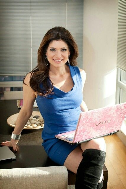 Tamsen Fadal is a American Emmy Award - Winning Television Newscaster/Anchor, Entrepreneur, & Breast Cancer Advocate born in New York City,  MANHATTAN,  New York of Lebanese Descent & is a Cousin of American Actress Shannon Elizabeth (b. Shannon Elizabeth Fadal 1973-) - WPIX WB (b. 04-DEC-1970-).