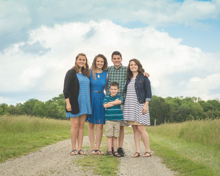 best colors for outdoor family pictures top best outdoor family