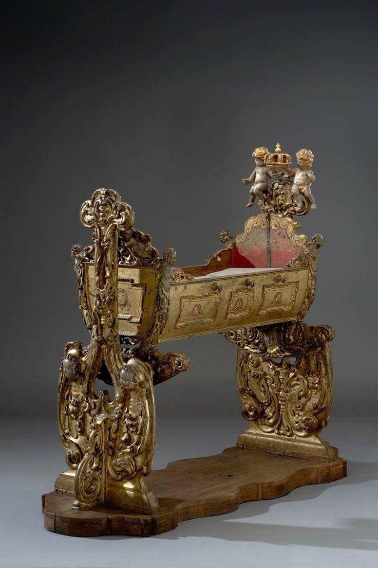 Koninklijke wieg uit de Victoriaanse tijd.