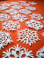 paper snowflake pattern tutorial - already doing this with my kiddos and making it into a garland! The come home from school asking for more templates- the love making them and creating cool patterns.  Give it a try!