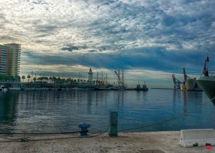 Puerto de Málaga - El puerto de Málaga al amanecer