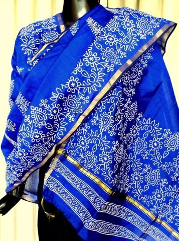 This beautiful hand block print chanderi dupatta has a beautiful leaf pattern in cream color, and a golden border. Very graceful, and ideal for evening wear. Will work great both as a dupatta, or as a scarf for your western dresses. - See more at: http://giftpiper.com/Hand-Block-Print-Chanderi-Dupatta-Blue-id-672232.html#sthash.HdW9BXd8.dpuf