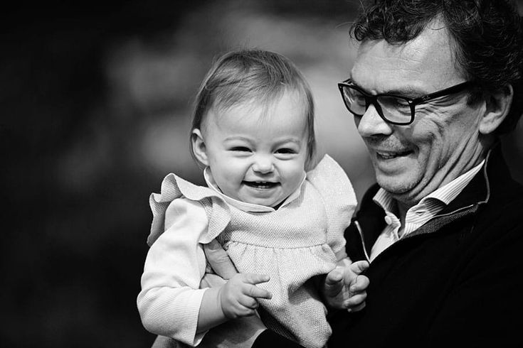 family photoshoot in the park, family photography, b&w family portraits, father daughter photos, family photography London