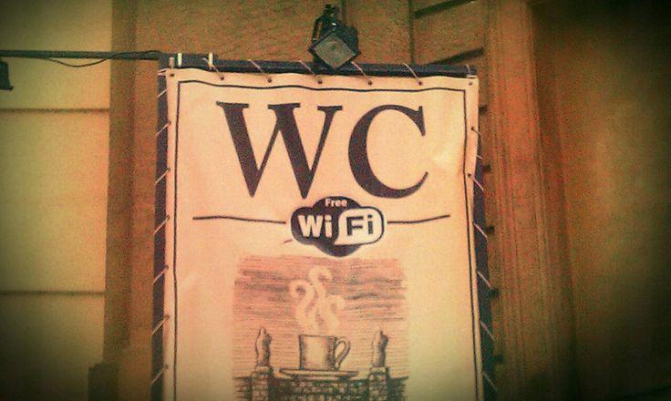 Wi-Fi auf dem Klo…na super. Und was ist mit einer Steckdose?