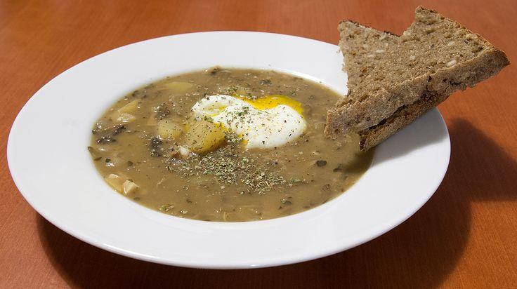 Drobky na stole: Kyselo se ztraceným vejcem a hlavně sláva kvásku!