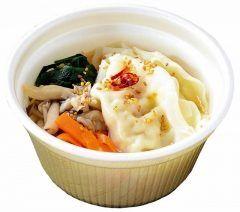コンビニ各社がこの冬の新定番食べるスープの販売を強化しているんだって 食べるスープはスープ専門店のスープストックトーキョーが先駆けてヒットさせたもので野菜が多く健康的なイメージから女性を中心に人気なんだそうですよ() コンビニ各社のスープを食べ比べてお気に入りを見つけてみるといいかもね