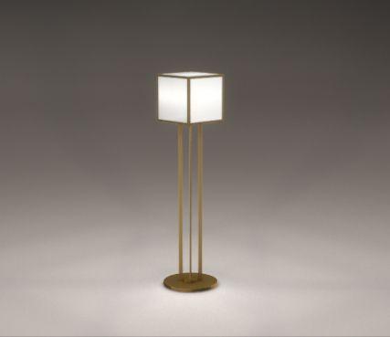 Lampadaire 119 atelier jean perzel ce cube de lumière repose sur quatre élégantes baguettescubesbronzeworkshop