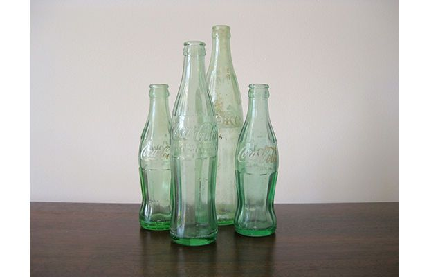 """Coca-Cola, Bouteille, 1916 / Root Glass Co.  """"Coca-Cola wanted to create a bottle that could be easily identified by shape alone, so in 1916, Root Glass company designed the 6.5 ounce bottle, inspired by the gourd-shaped coca pod."""""""