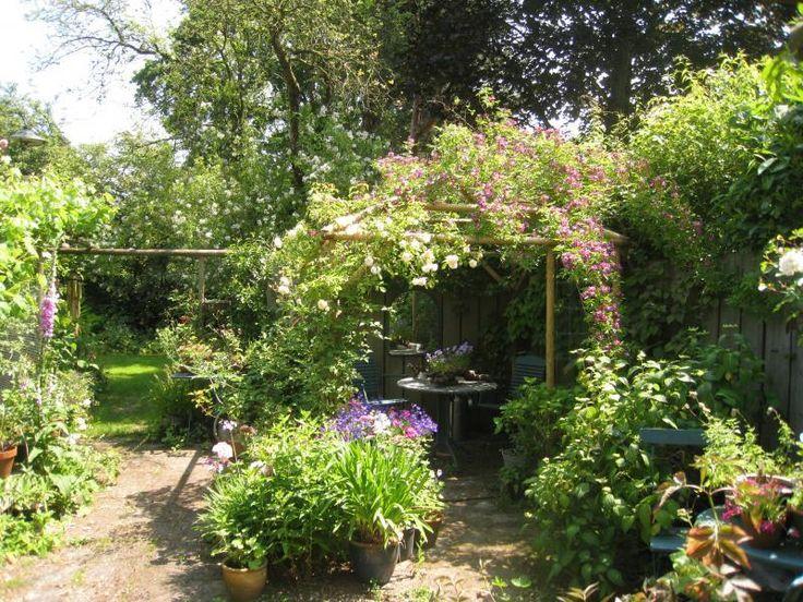 Lekker los. Of juist te rommelig? Inspiratie: 40 romantische tuin voorbeelden | Huisentuinmagazine.nl