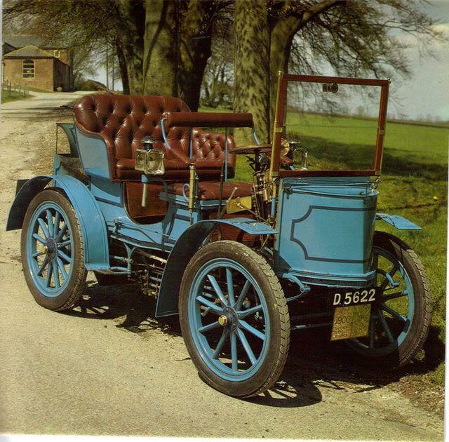 1900 Gardner Steam Car / Pregnância da Forma Baixa / Nesta época os carros eram cheios de detalhes devido a complexidade de seus mecanismos.