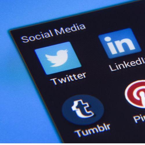 MEDIOS SOCIALES IDEALES PARA CADA TIPO DE NEGOCIO. Los medios sociales son, hoy en día, un excelente medio para que las empresas, independientemente de su tamaño o sector, establezcan relación con su público. #redessociales #socialmedia #marketing #marketingdigital #marketingonline #soicalmediamarketing #transformaciondigital #digitalizacion #estrategia