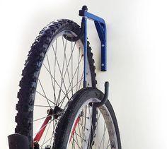 FIXE AU MUR PORTE-VÉLOS / CYCLE DE SUPPORT, QUI SE TIENT JUSQUÀ 2 VÉLOS  Ce mur multi usage, porte-vélos monté est une solution de stockage idéal pour
