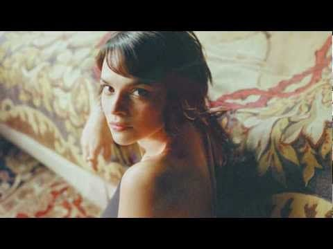 """Norah Jones """"Turn me on"""" This song feels like a 'drinking coffee by the fire while the rain comes down outside' song"""