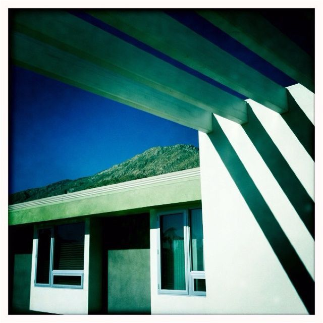 modern architecture in Palm Springs, California takes advantage of the weather http://lifequalityexaminer.com/whats-it-like-to-live-in-palm-springs/