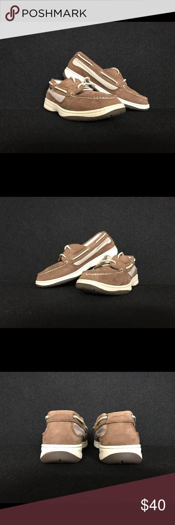 LL Bean Leather Boat Shoes Women's 8 Get your feet ready for Spring with these L.L. Bean leather boat shoes in Women's size 8!!! There's even a picture of an anchor in the insole! Excellent, gently used condition, smoke free & tear free! L.L. Bean Shoes Flats & Loafers
