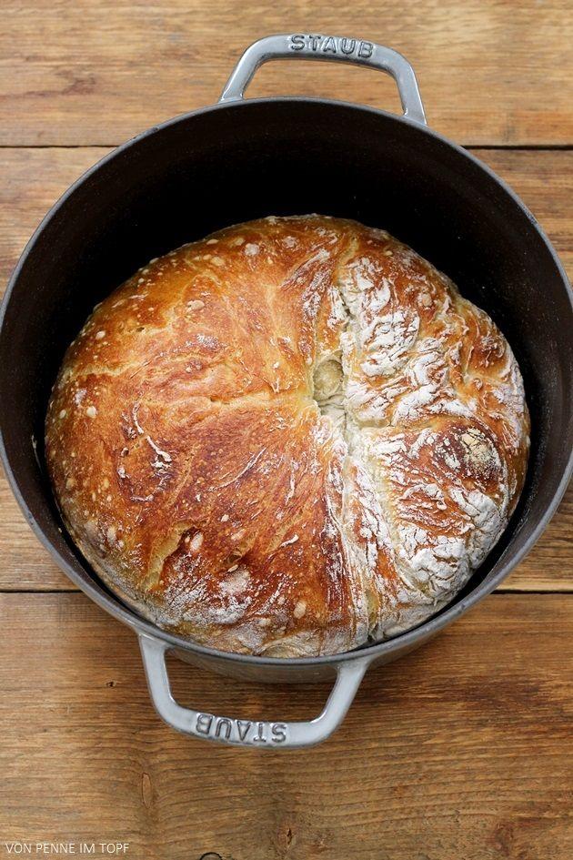 Heute gibt es endlich mal ein Brot für Superfaule (wie mich!). Das No Knead Bread wird im Netz gehypt wie kaum ein anderes Brot! Wer sonst immer denkt, dass Hefeteig viel Arbeit macht und man viel da