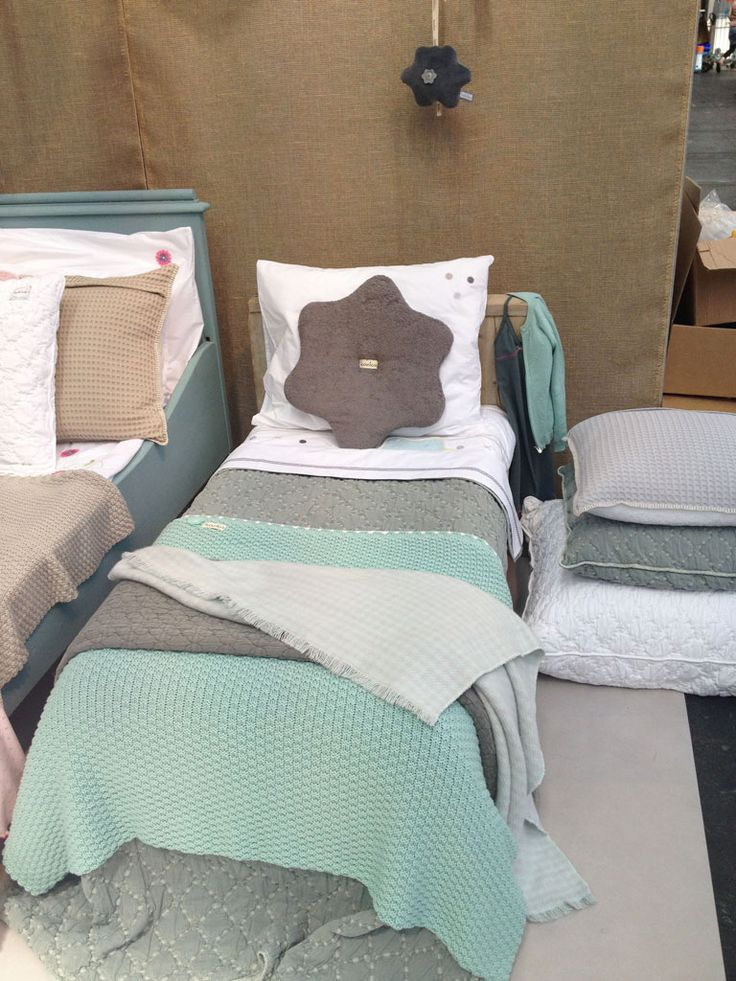 making a cot look not so cot-ish by draping blankets over the edges. #kinderbeddengoed #dekentjes #blanket | by Koeka