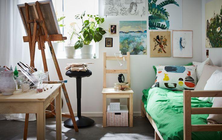 Peu importe que la déco soit basique, le tout est qu'elle exprime votre créativité. IKEA propose tout ce qu'il faut pour meubler les chambres d'étudiant : literie, éclairage, boîtes et organiseurs en tous genres pour toutes vos affaires.