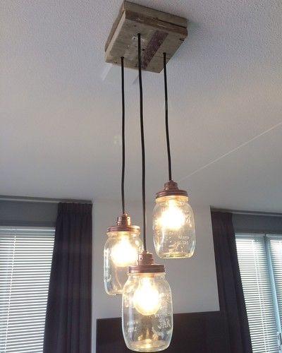 Binnenkijken bij amywijnans - Zelfgemaakte lamp van mason jars met steigerhout
