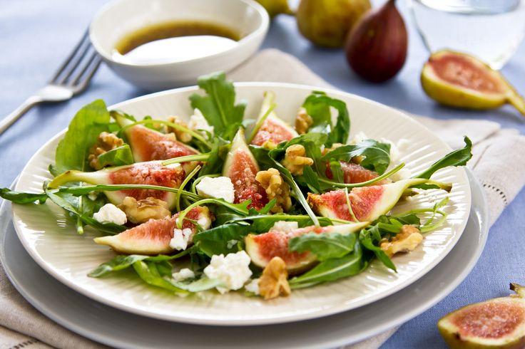 ¿Quieres lucirte en una cena con una receta espectacular? Esta ensalada de higos y frambuesas es tu mejor opción, los sabores combinan perfecto y es fácil de hacer.