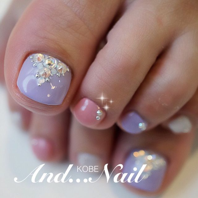 Lavanda-Pink-Rhinestone Toe Nails