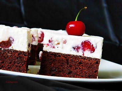 Kakukkfű: Joghurtos-meggyes kocka (diabetikus)