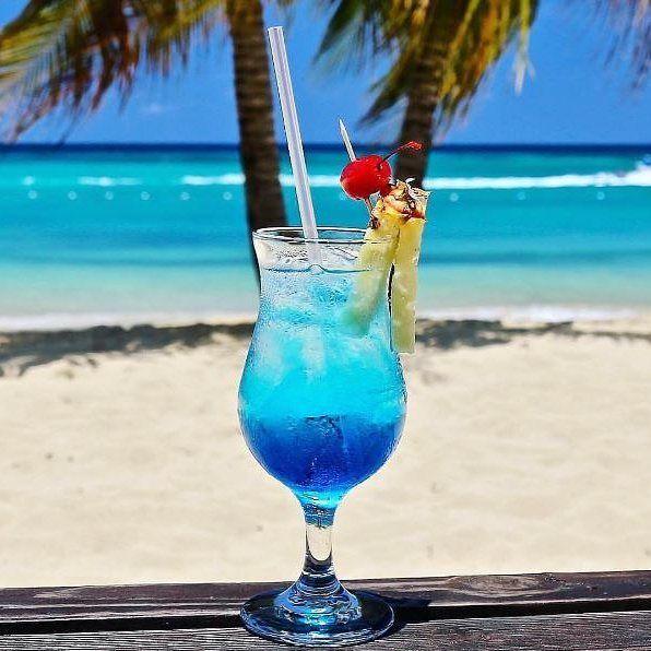 These beautiful shades of blue for #BeachThursday today are thanks toJamaica Inn Hotel in Ocho Rios.#VisitJamaica #jamaica #beaches #feelthevibejamaica