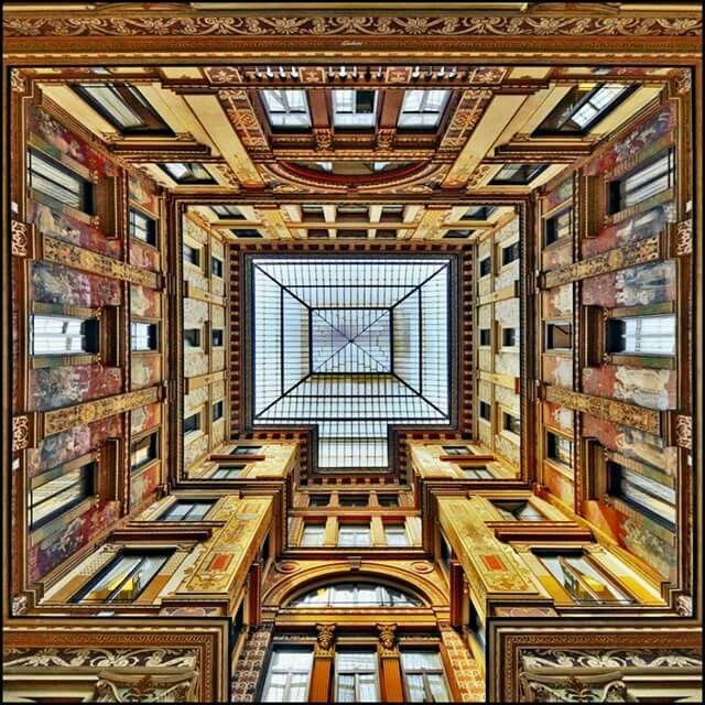 La Galleria Sciarra è un edificio di Roma, sito nel rione Trevi. È noto come Galleria Sciarra, in quanto costituisce un passaggio pedonale coperto - cortile privato ma aperto al pubblico negli orari d'ufficio - tra via Marco Minghetti, vicolo Sciarra e piazza dell'Oratorio.