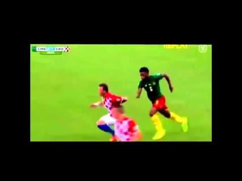 soccer funny moment ever - you can't watch this without laughing