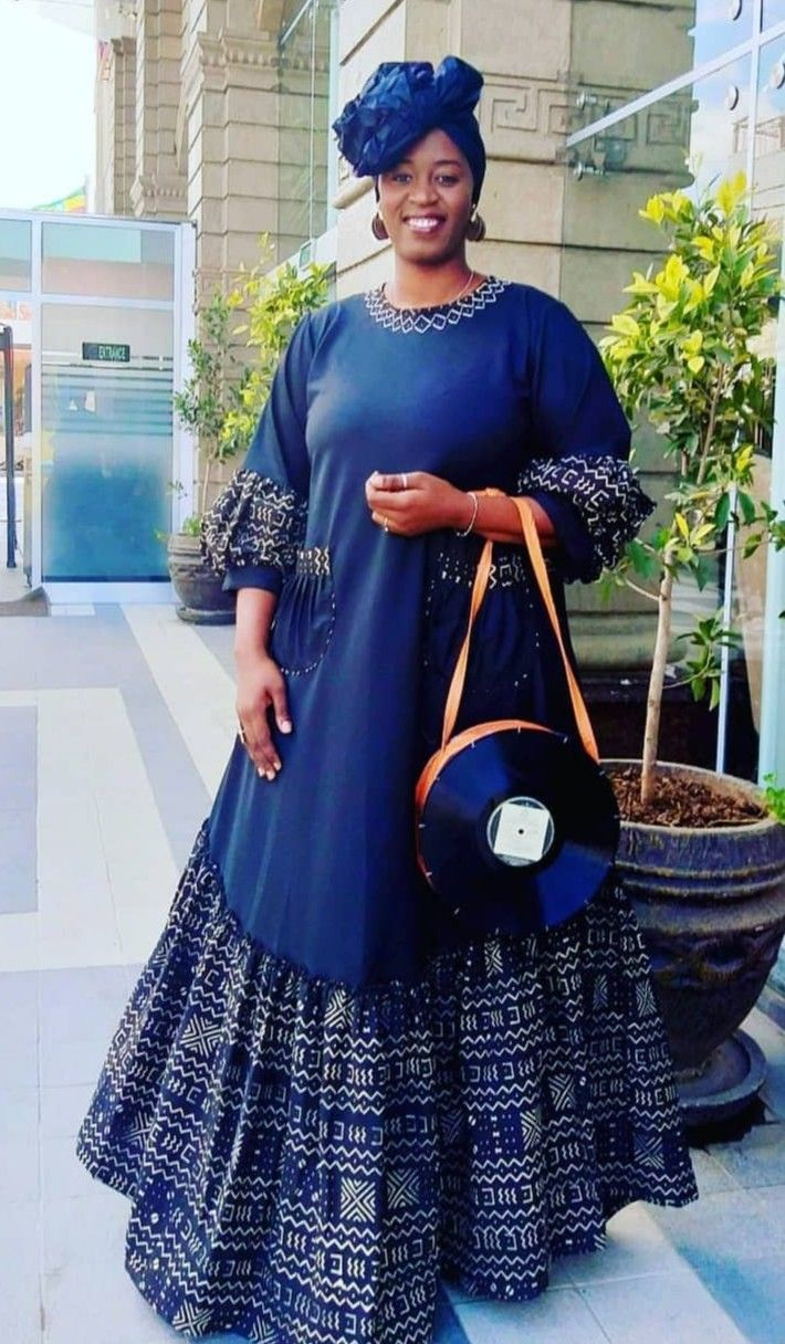 Pin By Nayomi Sapphira On Tuniques Robes Africaines W African Fashion Women African Wear Designs African Fashion