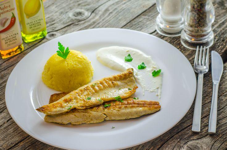 File de păstrăv la grătar, mămăliguță și sos de usturoi