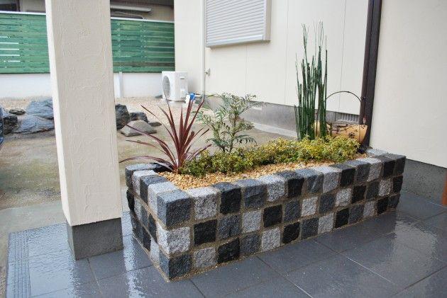 ピンコロを使ったオリジナルの花壇でお客様をお出迎え                    久留米市 E様邸|久留米市|ガーデン|荒木エクステリア株式会社